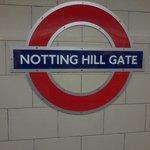 Il cartello della stazione di Notting Hill Gate