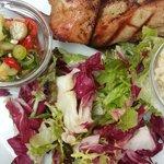 cerdo con ensaladas increíble