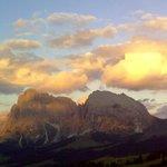 Il sole si riposa sul Sassolungo e sul Sassopiatto