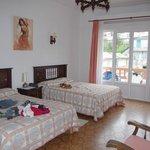 Chambre5 familiale à deux lits doubles grand balcon