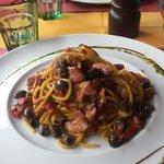 spaghetti tonno fichi olive epomodorini secchi