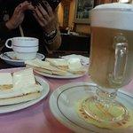 Café com leite e pão com manteiga