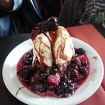 Frutos rojos con helado. Para compartir.