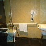 Baño adaptado para personas con capacidades diferentes