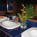 bathroom in Mariposa room