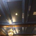 un hall principal bleu au plafond une hérésie