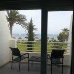 Vue depuis la chambre Calypso Beach vers la plage