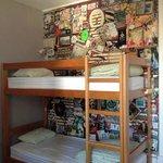 ベッド。壁がかわいい(^ ^)