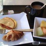 無料の朝食が美味い。フルーツ最高