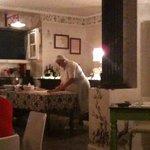 La cuoca che tira la sfoglia