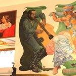 Фрески на стенах
