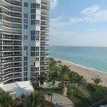 Es la vista desde la habitacion. Directo a la playa