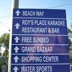 Афиша-указатель по дороге на пляж