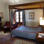 Double canopy bed - room 409