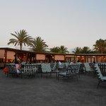 vue extérieure du restaurant vers piscine animations internationales