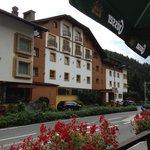 Foto Hotel  von der Aussenterasse der Pizzeria