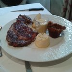 Steak with sauce bearnaise