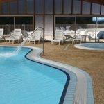 piscine couverte et jacuzzi