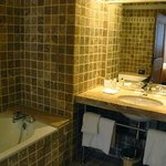 Bathroom: tub on the left side