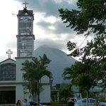 l'église de la Fortuna sous le volcan Arenal