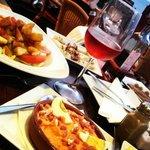 Salade met kip, Speciale koude soep van Lanzarote, kleine inktvis in knoflook en gerookte sardin