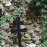 Detalle cruz en el patio