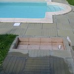 footbath of the pool is empty and there is no maintenance