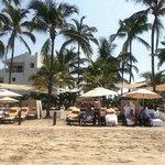 Section privée VIP à la plage au Grand Marival (bouffe et alcool inclus)