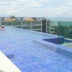 Restaurant Bar à TAPAS sur le toit avec piscine WOW