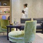 Relaxlounge mit Bibliothek