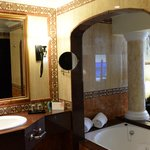 Suite with double sinks