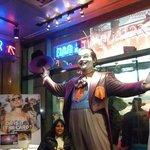 Visita al restaurante Planet Hollywood en New York.