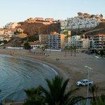 Vista general de la playa donde se ubica el hotel