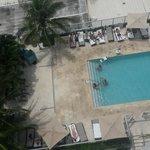 Vista a la piscina del piso 7