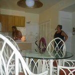 la cocina y el comedor
