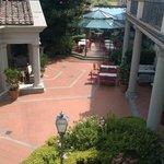 Restaurant /Courtyard