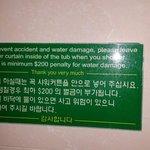 Varias placas no hotel todo de penalizações