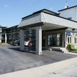 Chalet Inn & Suites Near the Falls
