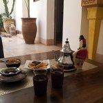 Té de bienvenida con pastas arabes