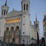 白亜のノートルダム大聖堂は見とれるほど素晴らしいです