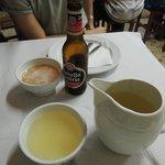 vino e birra nelle tipiche ciotole