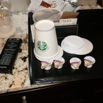 2 paper cups for coffee/tea/hot water