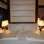 Comfy bed & linens!