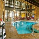 Photo de Baymont Inn & Suites Normal Bloomington