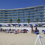 Vista del hotel desde la playa