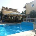 Solaris small pool & bar