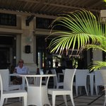 Restaurant facing the beach - not enough Balinese ambience