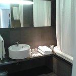 baño completo y grande