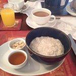 Porridge served with honey and almonds