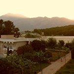 Рассвет с балкона на гору Тахталы